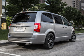 Chrysler Town and Country S 2015 neuf
